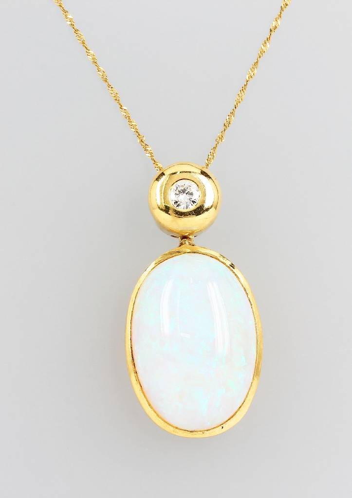 18 kt gold pendant with opal and brilliant