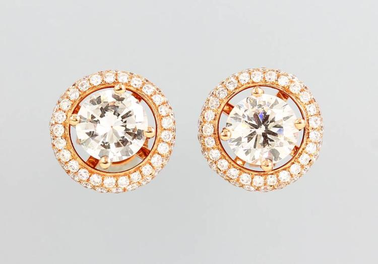 Pair of 18 kt gold variation earrings with brilliants