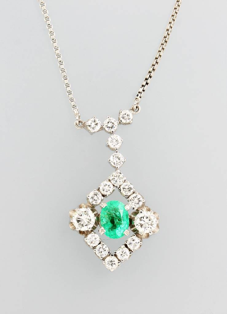 14 kt gold necklace with emerald and brilliants