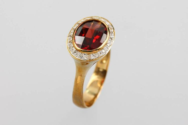 8 kt gold ring with garnet and diamonds