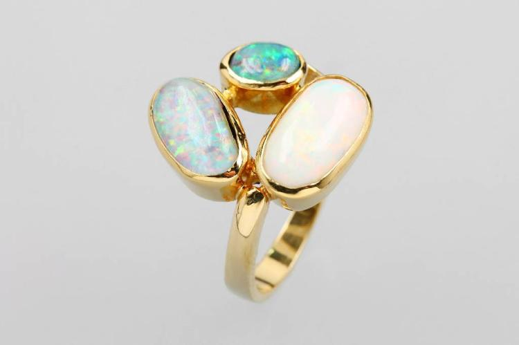 14 kt gold ring with opal and opal-triplets