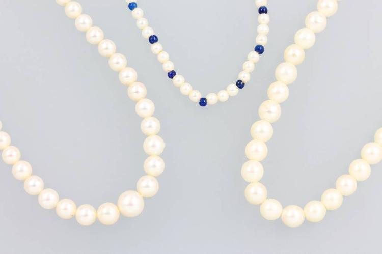 Lot 3 necklaces with pearls