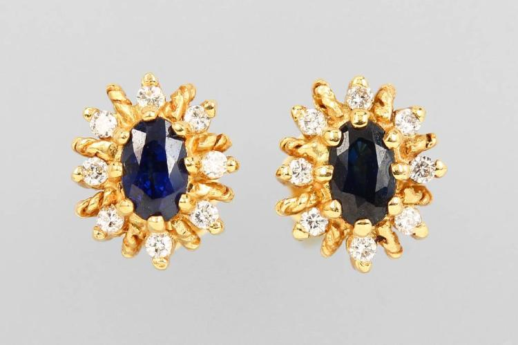 Pair of 14 kt gold earrings with sapphires and brilliants