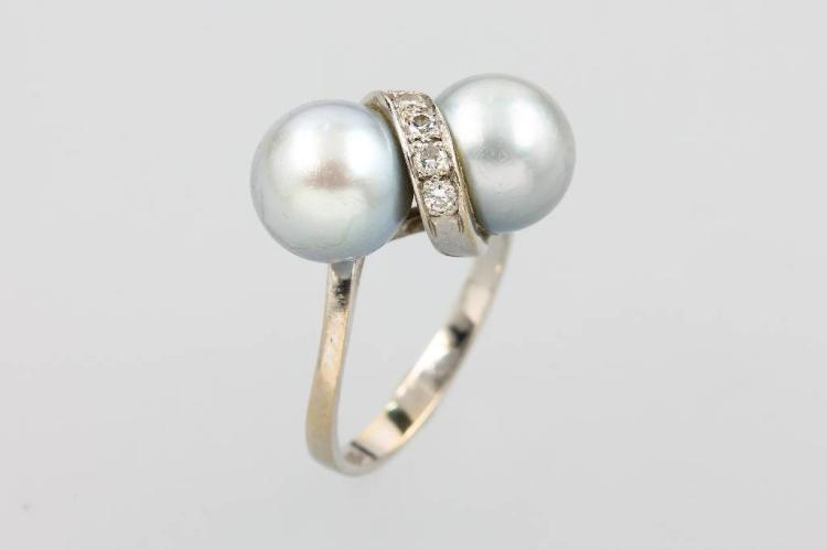 14 kt gold ring with pearls and brilliants