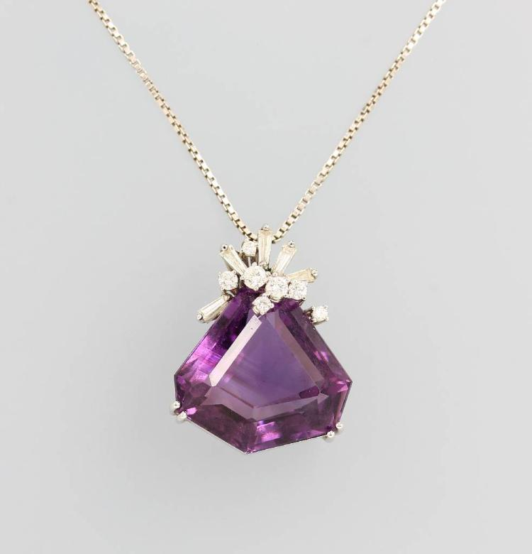 18 kt gold pendant with amethyst and diamonds