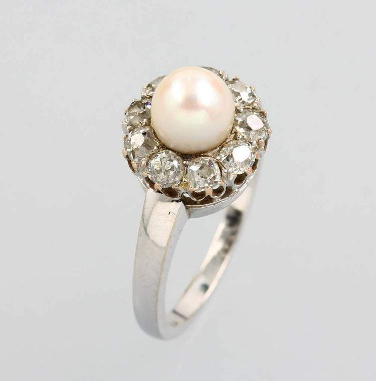 14 kt gold ring with cultured pearl and diamonds