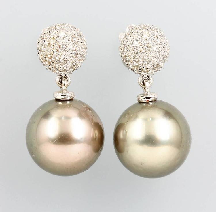 Pair of 18 kt gold earrings with cultured tahitian pearls and brilliants