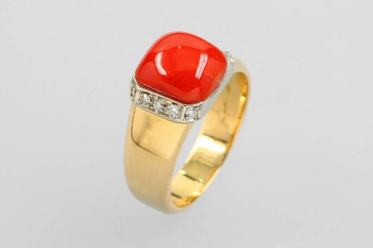 18 kt gold ring with coral and diamonds