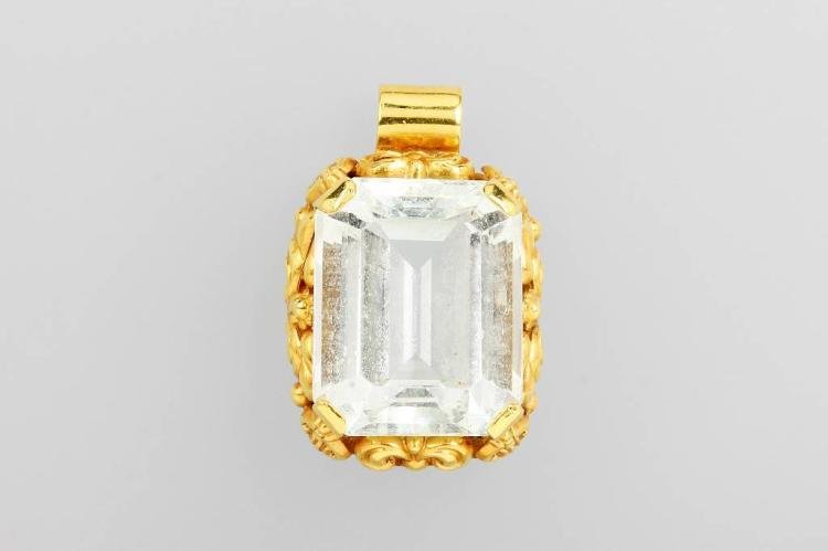 14 kt gold pendant with aquamarine