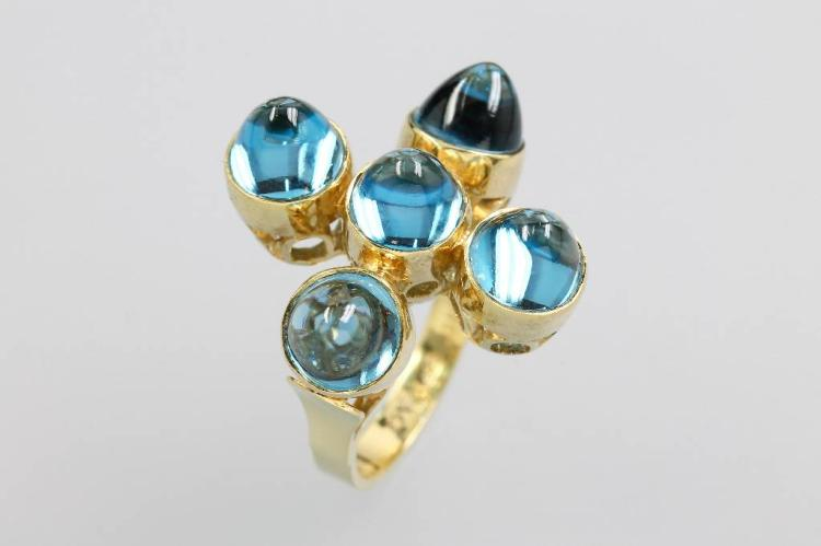 Unusual 14 kt gold designerring with topaz
