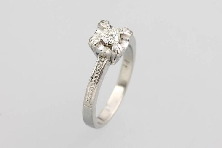 Platinum ring with brilliant