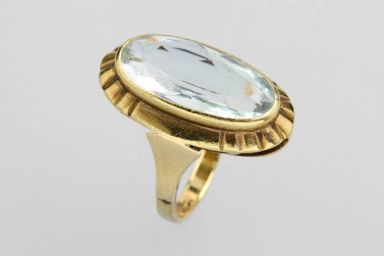 8 kt gold ring with aquamarine