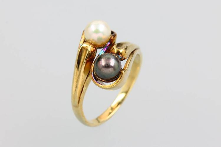 14 kt gold ring with cultured pearls