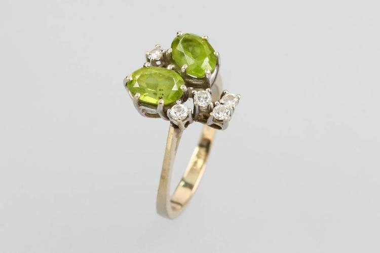 14 kt gold ring with peridots and brilliants