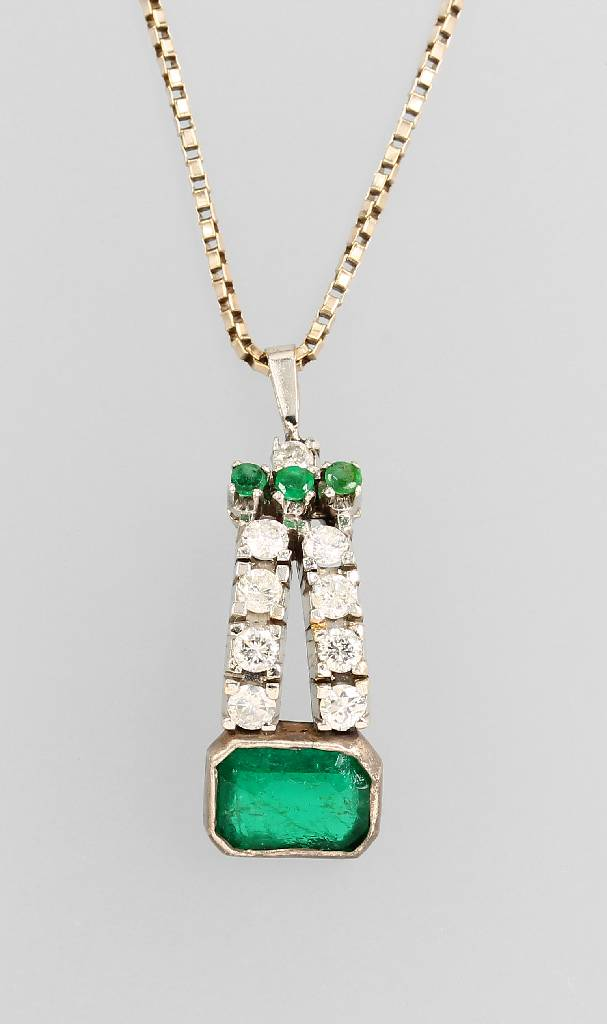 14 kt gold and silver pendant with emeralds and brilliants