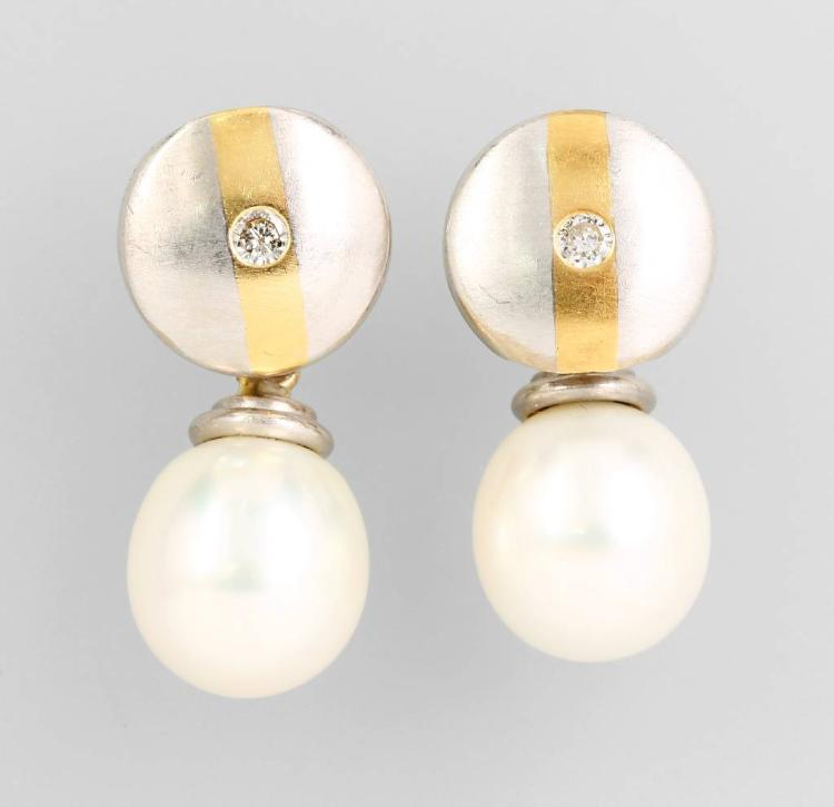 Pair of 18 kt gold earrings with pearls and brilliants