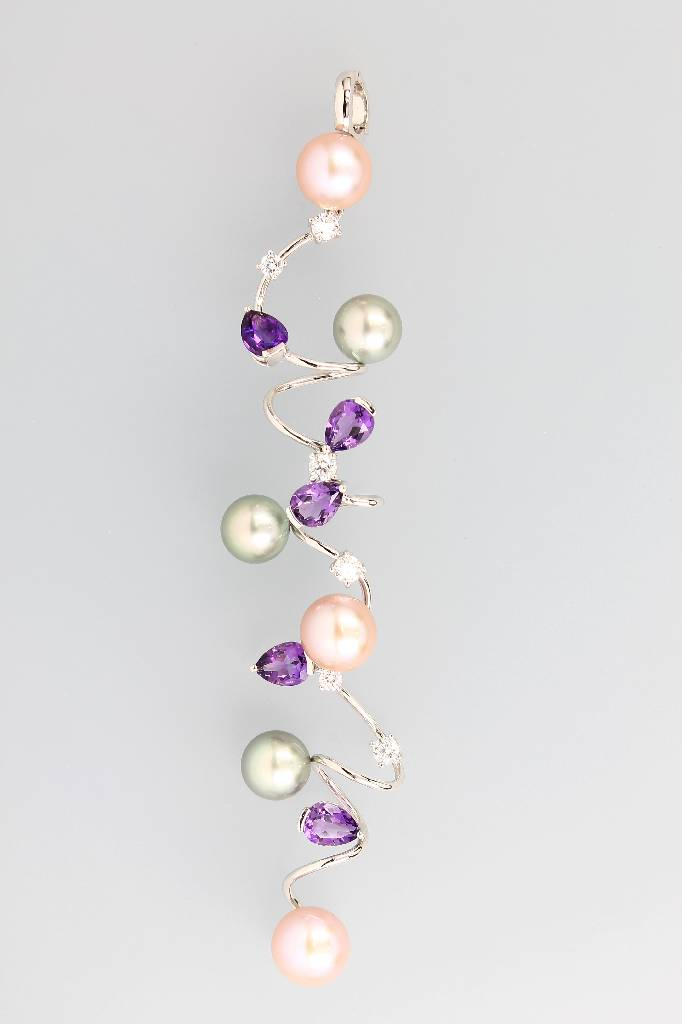Extraordinary pendant with pearls, amethysts and brilliants