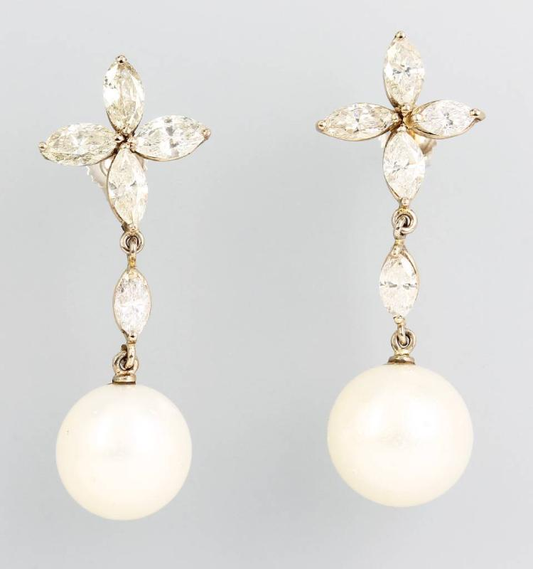 Pair of 14 kt gold earrings with south seas pearls and diamonds