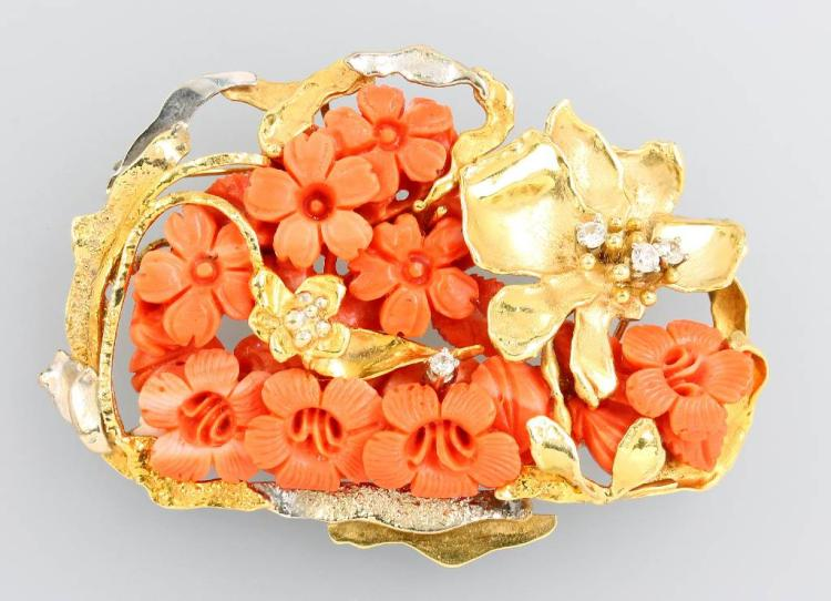 14 kt gold brooch/pendant with coral and diamonds