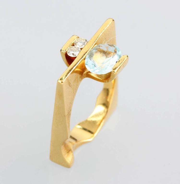Extraordinary 18 kt gold ring with aquamarine and brilliants