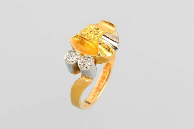 18 kt gold ring with diamonds by LAPPONIA