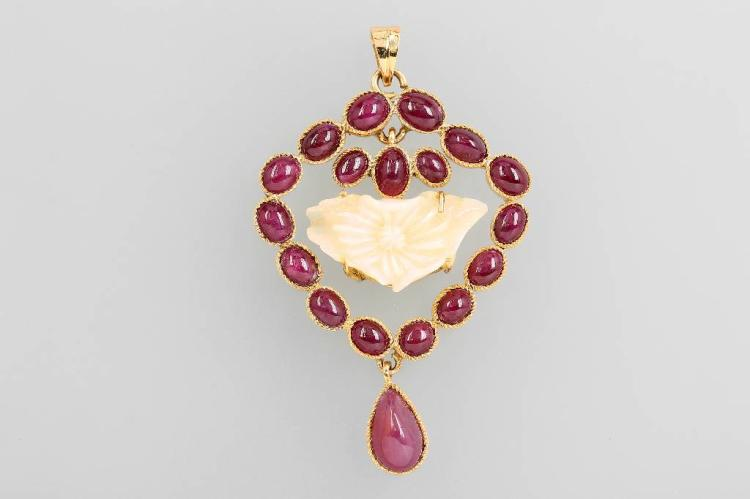 14 kt gold pendant with engraved opal and rubies