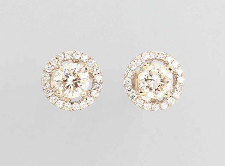 Pair of 18 kt gold earrings with brilliants
