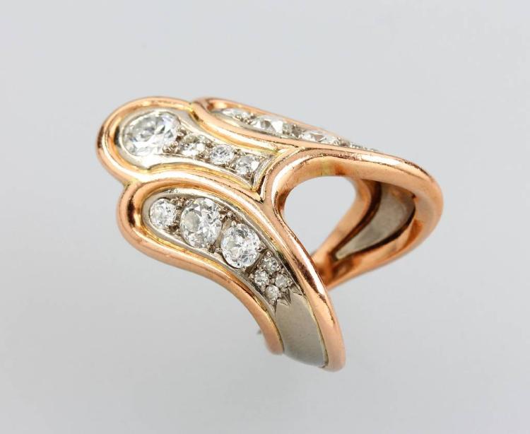 18 kt gold designer ring with diamonds