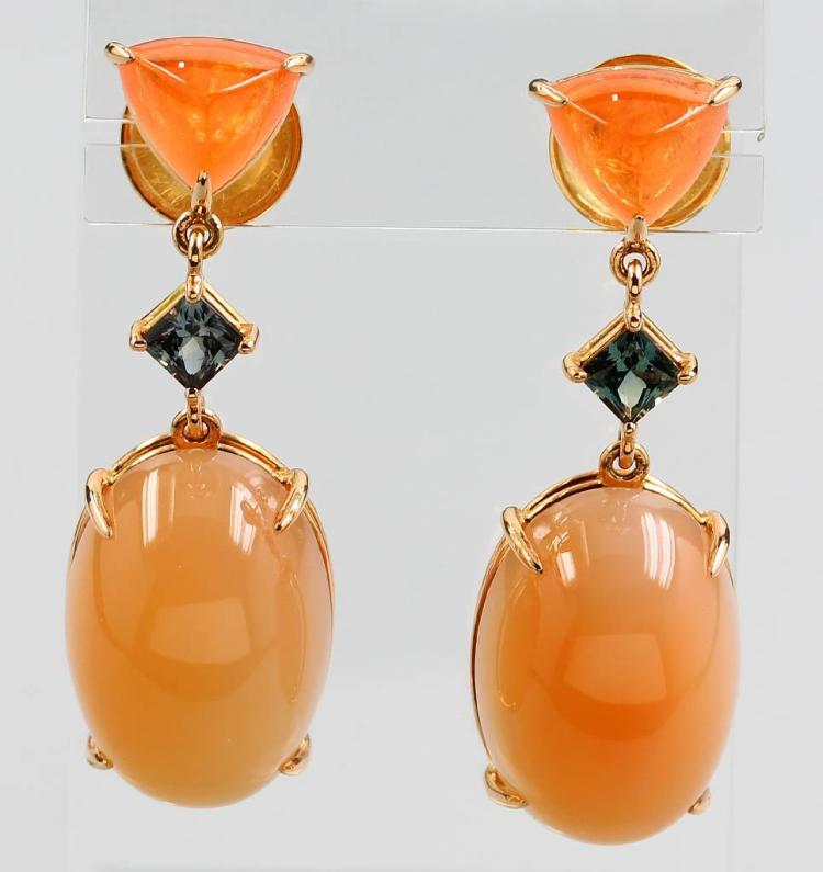 Pair of 18 kt gold earrings with moonstones, fire opals and tourmalines