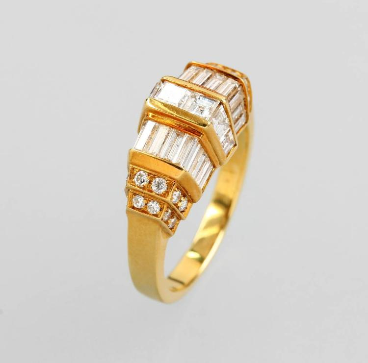 18 kt gold ring with brilliants and diamonds