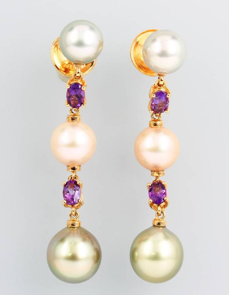 Pair of 18 kt gold earrings with cultured pearls and amethysts