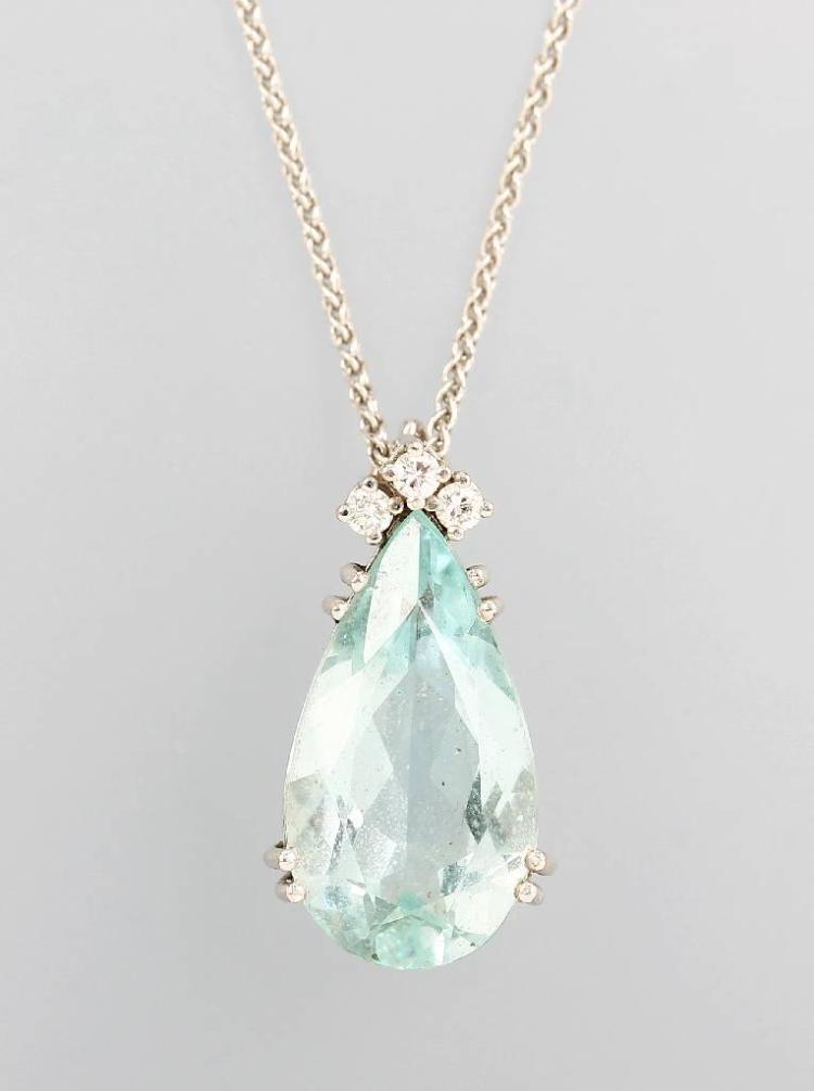 18 kt gold pendant with aquamarine and brilliants