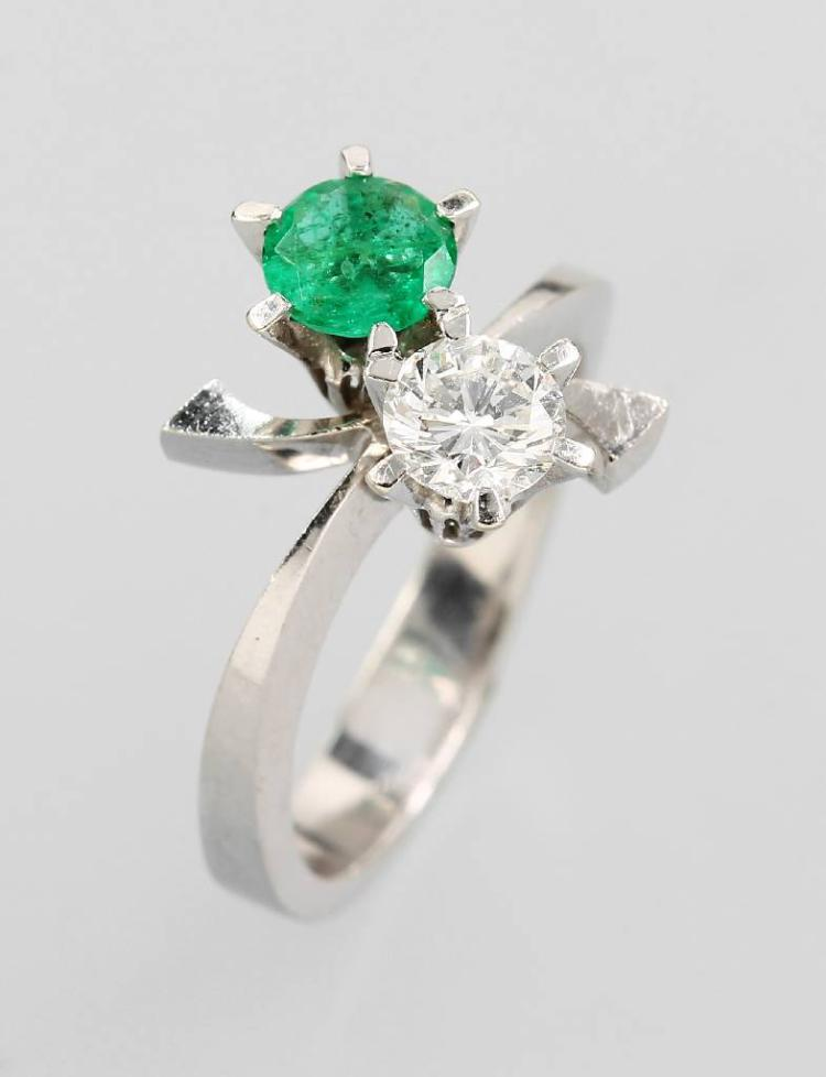 14 kt gold ring with emerald and brilliant