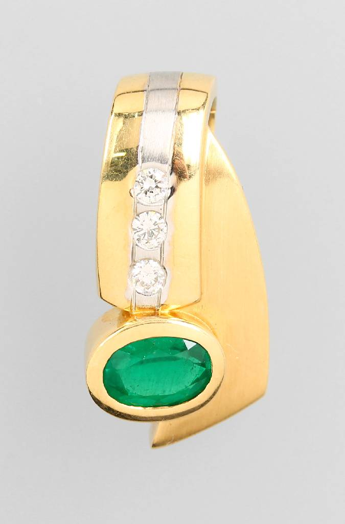 18 kt gold clippendant with emerald and diamonds
