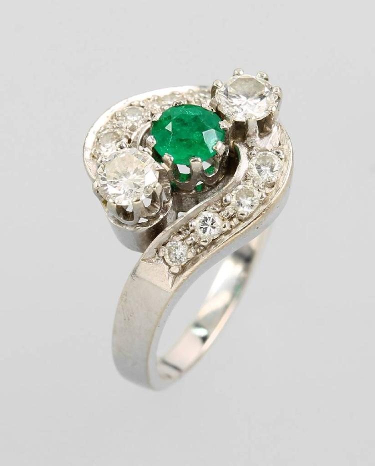 14 kt gold ring with brilliants and emerald