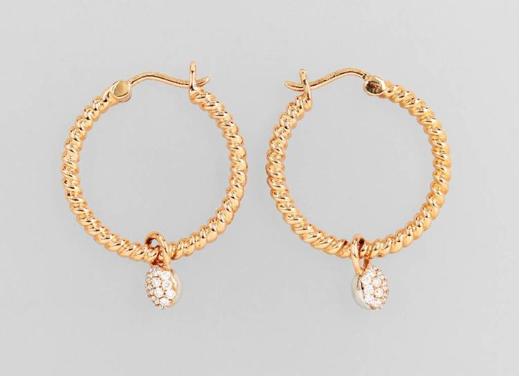 Pair of 18 kt gold hoop earrings with diamond hanger