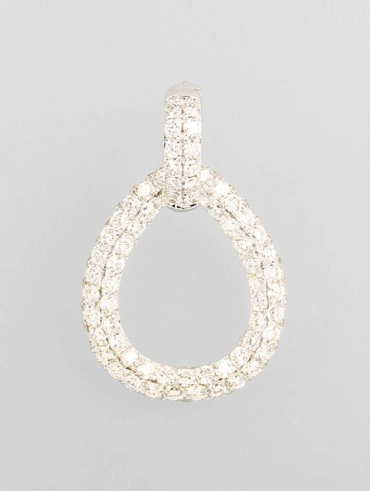 18 kt gold pendant with brilliants