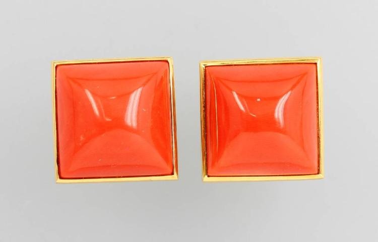 Pair of 18 kt gold earrings with Moro corals