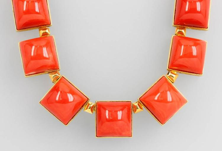 Exclusive 18 kt gold necklace with Moro corals