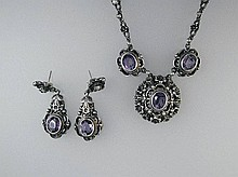 Set of jewelry with amethysts and pearls, silver