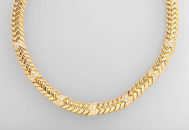 18 kt gold BULGARI necklace with brilliants