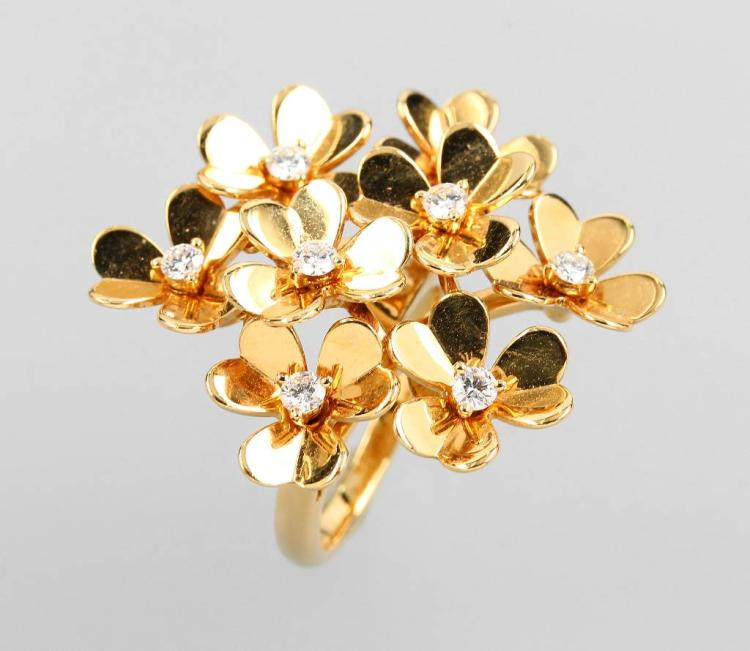 18 kt gold VAN CLEEF & ARPELS blossom ring with brilliants
