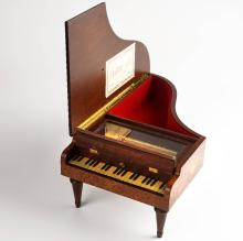 REUGE music box in form of a piano