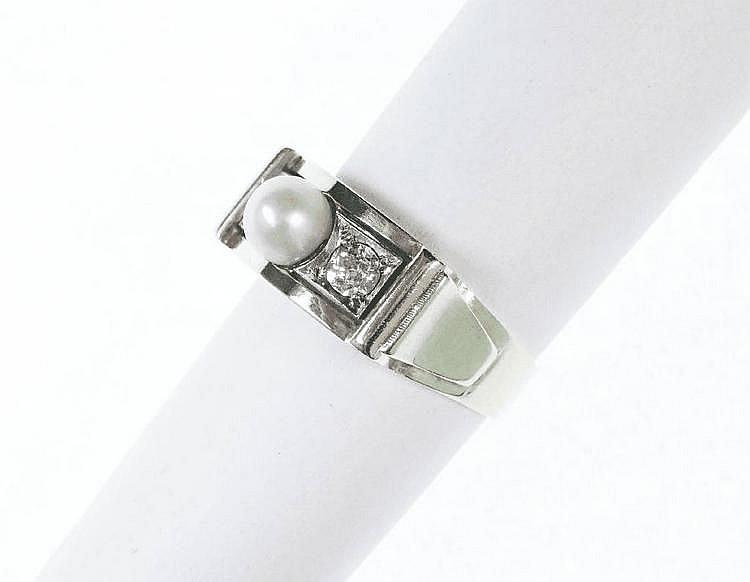 Art-Deco-Ring mit Perle und Diamanten, GG/WG/RG