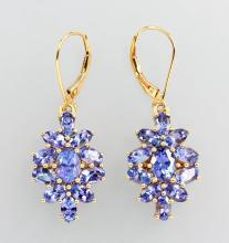 Pair of 14 kt gold earrings with tanzanites