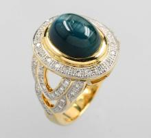 18 kt gold ring with cat`s eye and diamonds