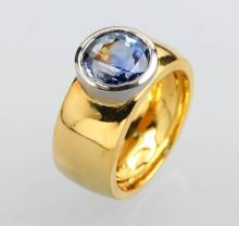 Solid 18 kt gold ring with sapphire
