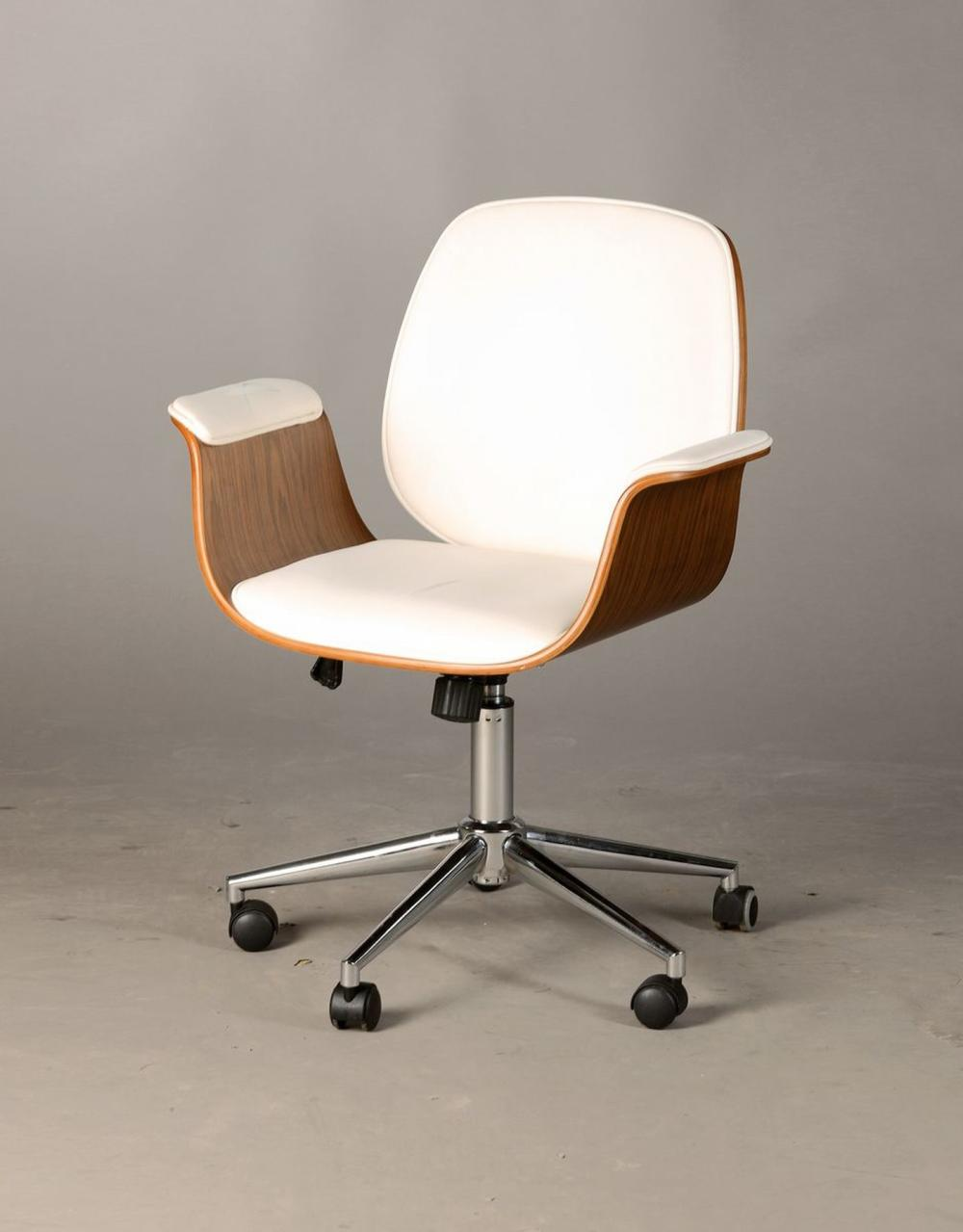 Office chair, probably Kare design, in the design of