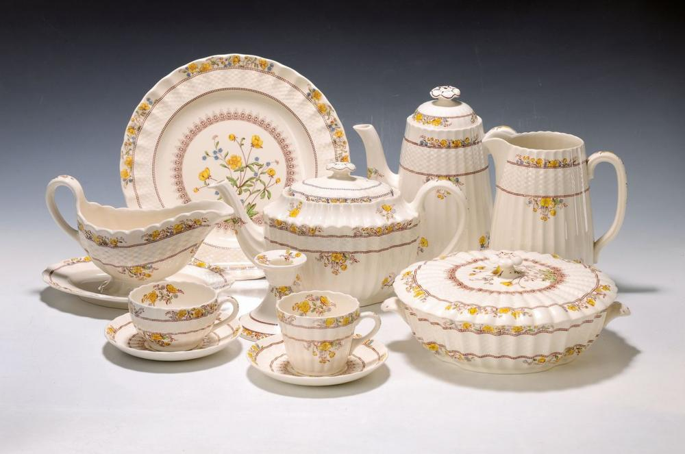 extensive dinner set, Spode England, Model Buttercup