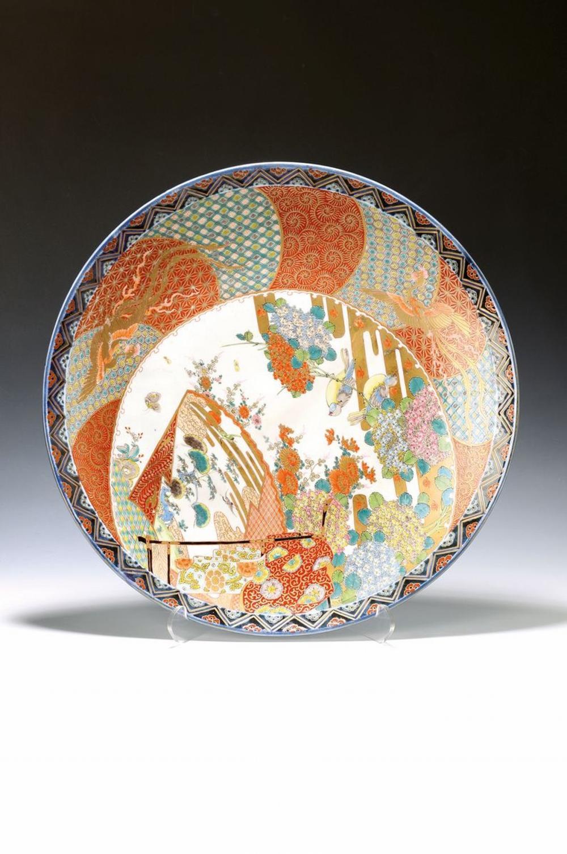 large Imari-plate, China, around 1860/70, elaborate